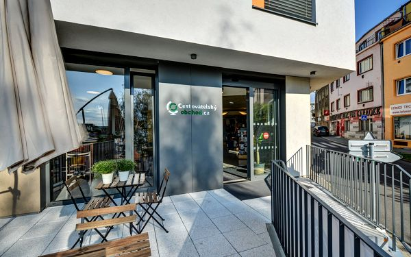 Cestovatelský obchod a kavárna - Veleslavín