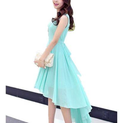 Jednobarevné šaty asymetrického střihu