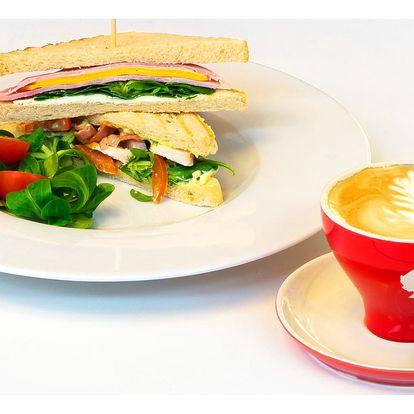 Sendvič a káva v designové kavárně u I. P. P.