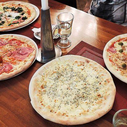 2 pizzy dle výběru napěchované ingrediencemi