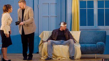 Vstup na divadelní představení Běž za svou ženou