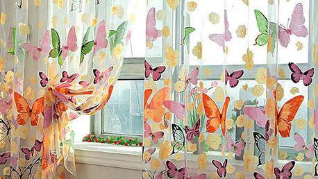 Záclonka s motivem barevných motýlků