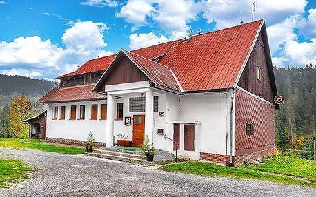 3 až 6denní pobyt pro 2 osoby s polopenzí v horské chatě Na Papírně na Šumavě