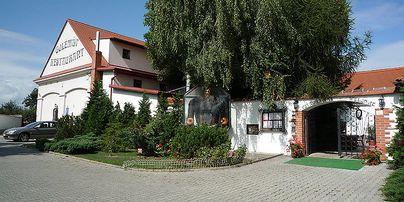 Golemův Restaurant + Hotel Golden Golem