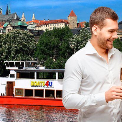 Valentýn stylově: plavba s večeří krásnou Prahou