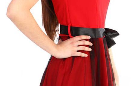 Áčkové večerní šaty s vyšívanou sukní z tylu červená