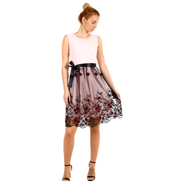 Áčkové večerní šaty s vyšívanou sukní z tylu černá2