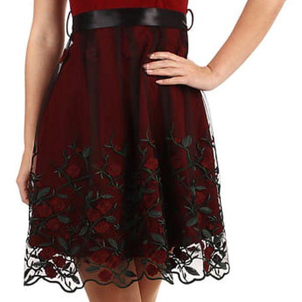 Áčkové večerní šaty s vyšívanou sukní z tylu černá4