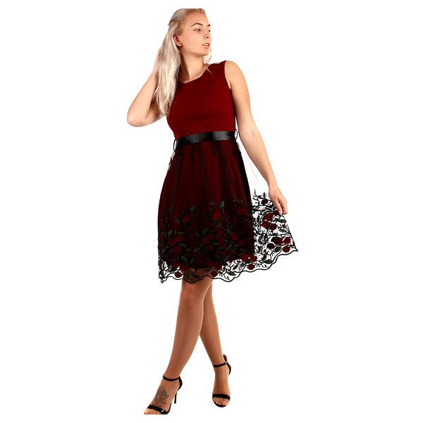 Áčkové večerní šaty s vyšívanou sukní z tylu černá5