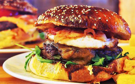 2x burger dle výběru s hranolky nebo bramborami