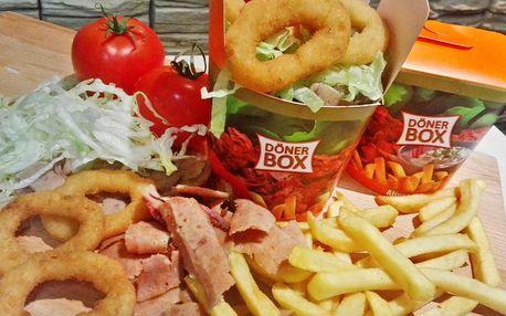 Napěchovaný kebab box, cibulové kroužky a nápoj