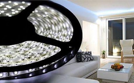 Kompletní sady svíticích LED pásků do interiéru i exteriéru