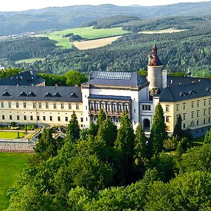3–4denní luxusní pobyt s wellness a snídaněmi v Chateau hotelu Zbiroh**** pro 2 osoby