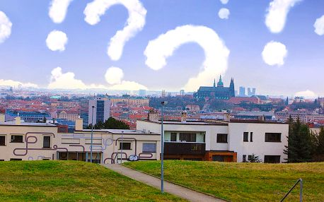 Venkovní šifrovací hra na pražské Hanspaulce