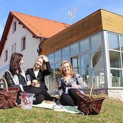 Jarní wellness s polopenzí v 4*Hotelu Orsino, welcome drink, bazén, sauna, svačina na výlet atd.