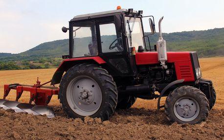 Zemědělství není nuda: Jízda nabušeným traktorem