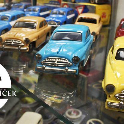 Vstup do muzea autíček na zámku Příseka