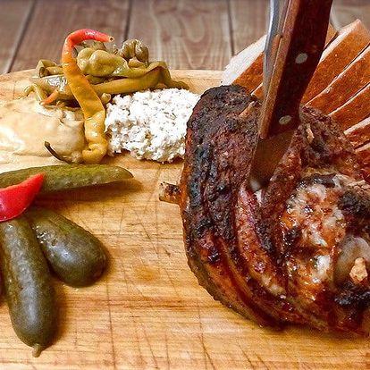 Prkno plné masa: více než kilové pečené koleno
