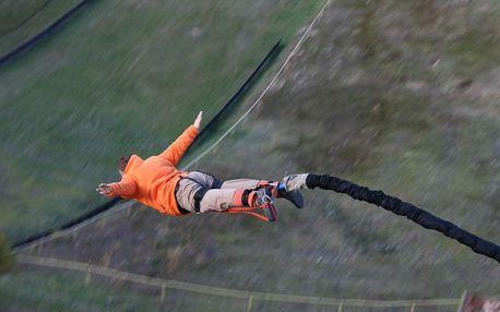 Bungee jumping z věže