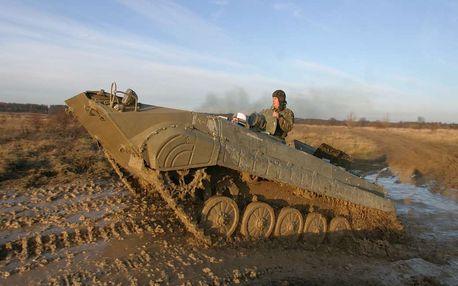 Jízda v obrněném transportéru + střelba z Kalašnikova