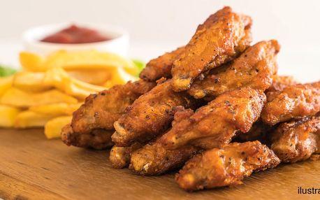 20 ks křupavých kuřecích křídel obalených v jemně pálivém koření s hranolky