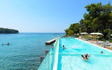 Crvena Luka Hotel & Resort****, Kouzelná dovolená u Jaderského moře s bazénem a polopenzí