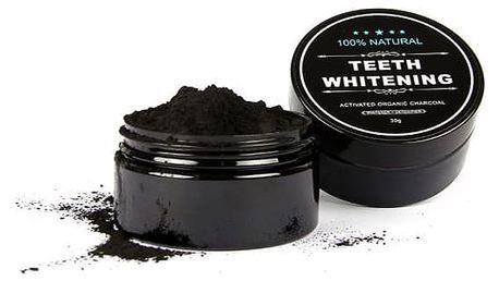 Aktivní uhlí na přírodní bělení zubů nebo jako maska na tvář