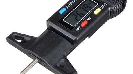 Digitální šuplera pro měření hloubky dezénu pneumatiky