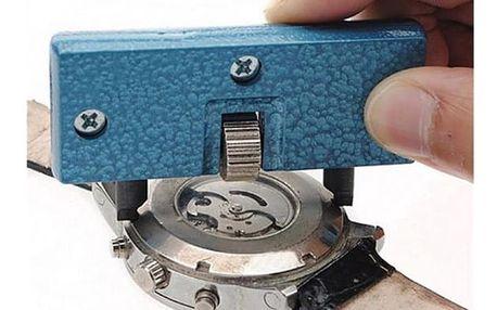 Pomůcka na otvírání hodinek
