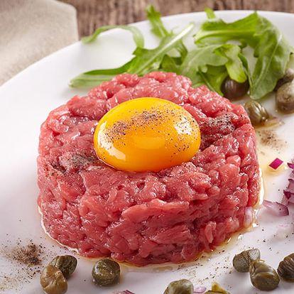 400g namíchaný tatarský biftek a neomezeně křupavých topinek v hospůdce Baba Jaga na Vinohradech.
