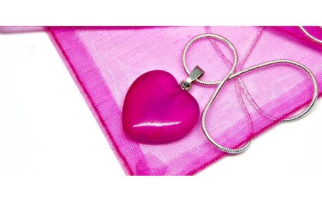 Dámský náhrdelník růžové barvy ve tvaru srdce