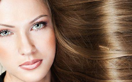 Modní střih s obnovou vlasů od Curaplex