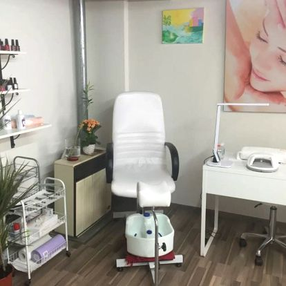 Odvodnění těla vakuovým masážním přístrojem pro podporu hubnutí