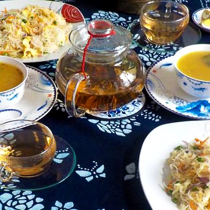 Tříchodové kantonské menu s kvetoucím čajem