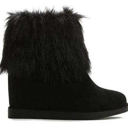 Dámské černé kotníkové boty na klínku Lussia 9120