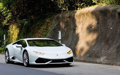 Super jízda v Lamborghini Huracan po silnici 15 km