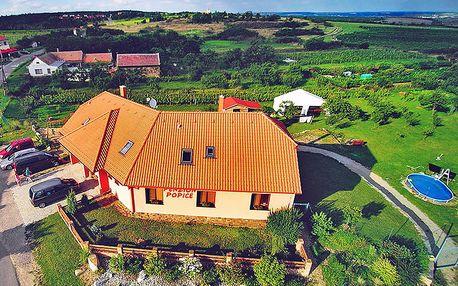 Za jarním relaxem a vínem: jižní Morava v penzionu nedaleko Znojma + degustace a láhev kvalitního vína