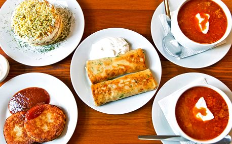 Ukrajinské menu: boršč, syrniky, bliny i salát