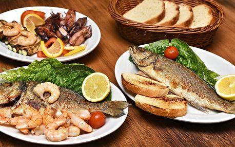Středomořská hostina pro dva: ryby i kalamáry