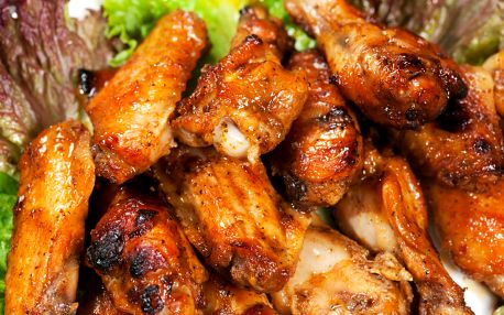 1 kg kuřecích řízků či 1,5 kg křidélek pro 4 osoby