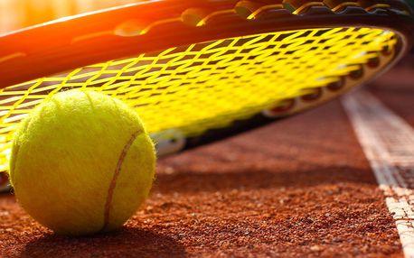 Tenisový trénink s profesionálním trenérem