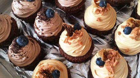 10 sladkých cupcaků s pěti různými krémy