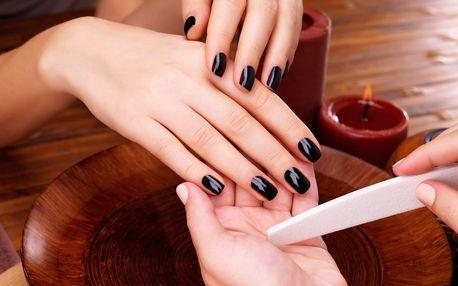 Manikúra se zpevněním nehtů a gel lakem