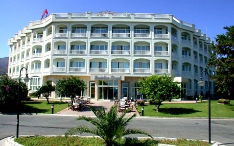 Kypr - na 8 dní, polopenze nebo snídaně s dopravou letecky z Košic