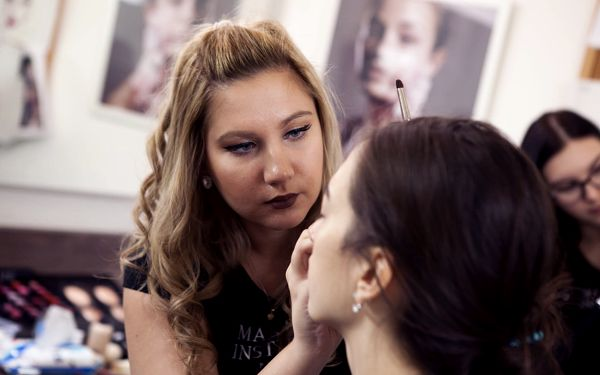 Nicola Dunová - Make-up artist