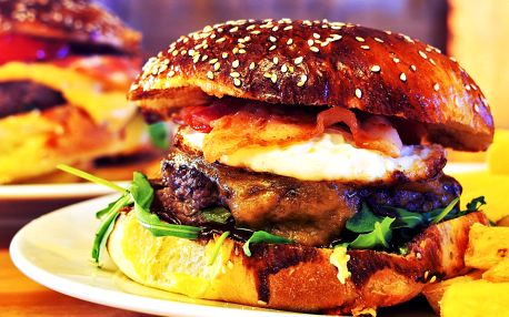 2× burger dle výběru i s jednou ze 2 příloh