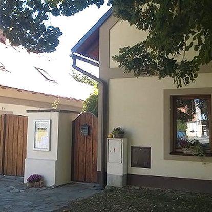 3denní pobyt v Penzionu U Kováře pro dva, lekce relaxačního nebo kondičního cvičení, snídaně.