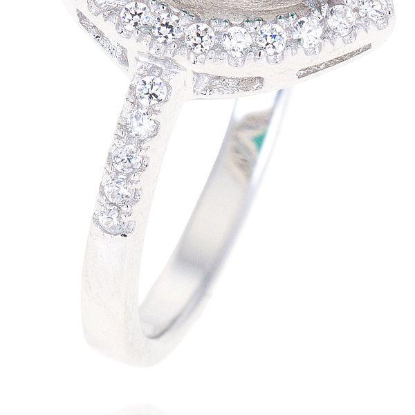 Stříbrný prsten oválný se zirkony