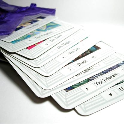Partnerský výklad karet, výklad karetního horoskopu na celý rok nebo výklad z karmických karet.