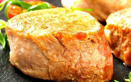 Menu pro 1- 4 osoby u Švejka, vepřový steak, brambora ve slupce, tatarka, dezert a kafíčko.